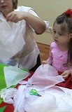Катя на мастер-классе по изготовлению ангела
