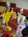 Великие княжны готовятся к празднику. Наряжаются :)